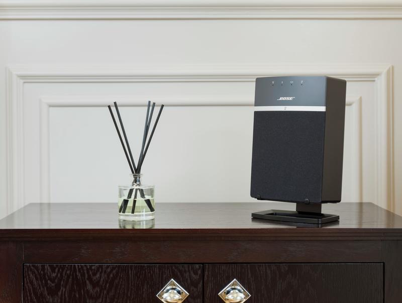 ST10-desk-stand-black-lifestyle-01-801x6049Z89YKXoT6Uqe